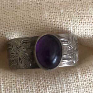 Stunning silver floral ring with Amethyst stone!